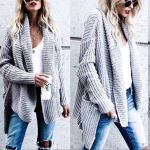 Sweaters - Grey long sleeved knit pattern cardigan w pockets